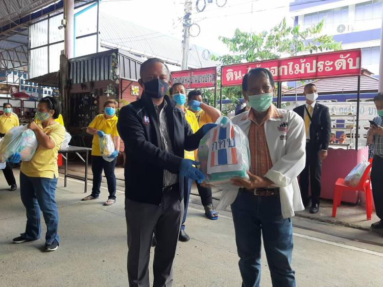 ผอ.สทบ. ลงพื้นที่ จ.นนทบุรี ร่วม แจกเครื่องอุปโภคบริโภคกับเครือข่ายกองทุนหมู่บ้านฯ