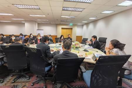 การประชุมหารือแนวทางการขับเคลื่อนการดำเนินงานกองทุนหมู่บ้านและชุมชนเมือง ณ ห้องประชุม นารากร ชั้น 14 อาคารจัสมินอินเตอร์เนชั่นแนล จังหวัดนนทบุรี
