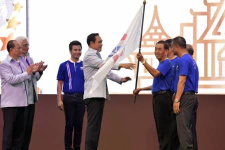 พลเอก ประยุทธ์ จันทร์โอชา นายกรัฐมนตรี เป็นประธานในงาน มหกรรมการแสดงผลการดำเนินงานโครงการตามแนวทางประชารัฐของกองทุนหมู่บ้านและชุมชนเมือง